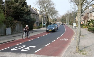 Dutch cycleway with single car lane